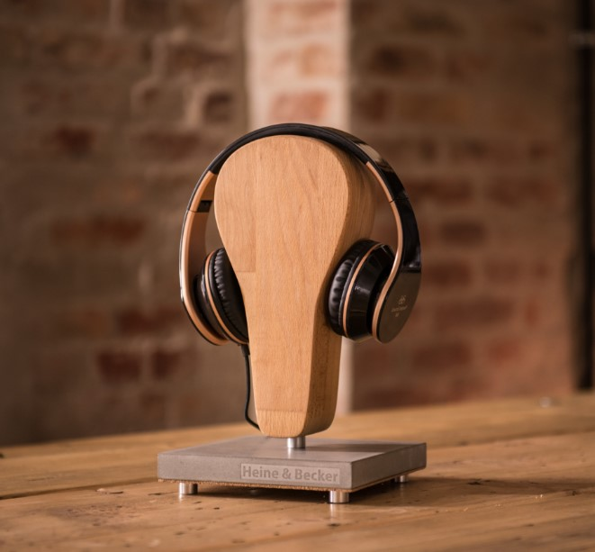 WIN A NICK HEADPHONE STAND!!!